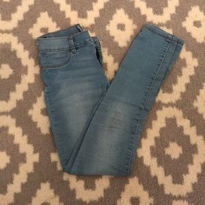old navy light wash skinny jeans